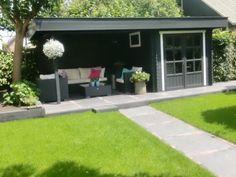 Mooie tuin met tuinhuis