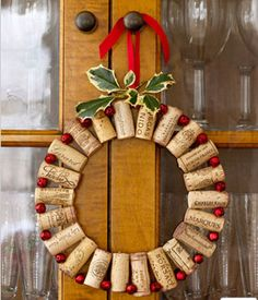 DIY Christmas Wreath Ideas - Wine Corks Wreath - Click Pick for 24 DIY Christmas Decor Ideas