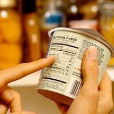 """Você sabia que a lista de ingredientes escrita nos rótulos dos alimentos segue a ordem da maior para a menor concentração de produtos?  Exemplo: se está escrito em um suco de caixinha """"água açúcar suco de laranja..."""" significa que na caixa tem mais açúcar do que suco de verdade. Os alimentos industrializados nem sempre são vilões.  Para descobrir devemos lê-los SEMPRE! by buqueorganico http://ift.tt/1U7x9p0"""