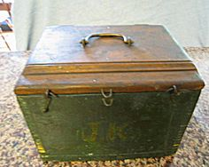 tabacco shed wood primitive furniture | Antique Wood Box (Woodworking Tools) at More Than McCoy