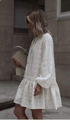 Fashion dresses - Big white dress with nice details Fashion Mode, Moda Fashion, Womens Fashion, Fashion Tips, Fashion Quiz, Petite Fashion, 80s Fashion, Fashion Styles, Korean Fashion