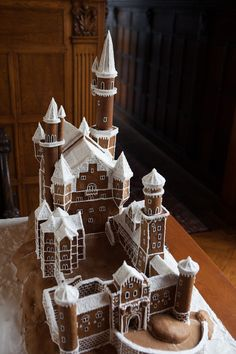 Gingerbread - Neuschwanstein Castle, Germany For when we get board making regular gingerbread houses Gingerbread Castle, Gingerbread House Designs, Christmas Gingerbread House, Gingerbread Cookies, Christmas Goodies, Christmas Treats, Christmas Baking, Holiday Fun, Christmas Time