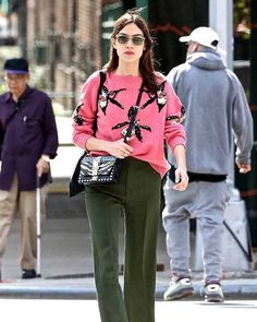 out in about in NYC in pink sweater Cute Fashion, Women's Fashion, Fashion Outfits, Amazing Outfits, Cool Outfits, Gillian Chung, Cord Trousers, Alexa Chung Style, Jeanne Damas