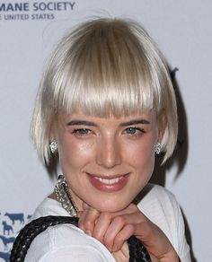 Agyness Deyn - blunt wide fringe, keeping the length right at the brow