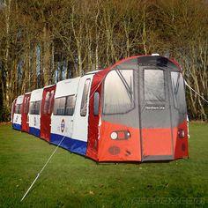 Tenda da campeggio a immagine e somiglianza del metrò londinese.