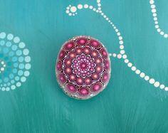 Janna - piedra pintada a mano - mandala