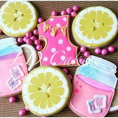 Pink lemonade cookies Sugar Cookies Recipe, Cookie Recipes, Cookie Ideas, Pink Lemonade Cookies, Cute Cookies, Cookie Designs, Birthday Cookies, Decoration, Cookie Decorating