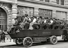 New York electric tour bus (1904)
