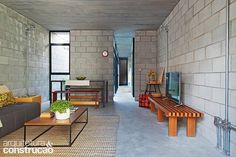 Zen House, Loft House, Industrial Apartment, Industrial House, Cinder Block House, Warm Home Decor, Concrete Houses, Home Budget, Simple Interior