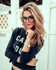 50 Amazing Shoulder Length Hairstyles for 2019 - Ciecie - Brille Cute Glasses, Girls With Glasses, Blonde With Glasses, Glasses For Round Faces, Hipster Glasses, Glasses Style, Glasses Trends, New Hair Trends, Marina Laswick