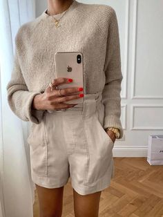 6 Outfits That Will Make Anyone Want to Wear Shorts This Summer<br> I dont like shorts, but these six outfits have just changed my mind. See our edit on how to wear shorts for Casual Outfits, Summer Outfits, Cute Outfits, School Outfits, Look Fashion, Fashion Outfits, Womens Fashion, Vogue Fashion, Spring Summer Fashion