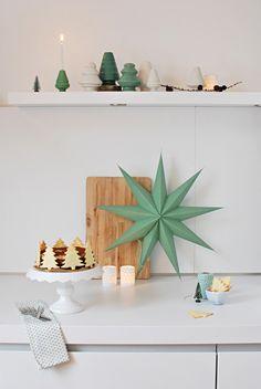 Auf den letzten Drücker, zum ersten Advent, läute ich auch hier bei fantas-tisch die Weihnachtszeit ein. Die Kollegen im Bloggerland sind ja...