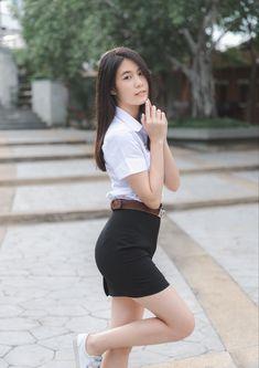 Cute Asian Girls, Beautiful Asian Girls, Cute Girls, University Girl, Maid Cosplay, Girls Uniforms, Portrait Poses, Cute Beauty, Asian Woman