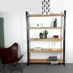 Deze industriële wandkast is gemaakt van mooie gladde eiken planken met frames van onbehandeld staal. Deze open kast heeft een stoer en robuust uiterlijk dat in vele interieurs past.De wandkast is 25 cm diep en 200 cm hoog. Qua lengtes kun je kiezen uit het keuzemenu. De kast op de afbeelding heeft een lengte van 1.25 cm. Deze boekenkast moet aan de muur bevestigd worden.De eiken planken en het frame zijn onbehandeld.LET OP!: deze kasten moeten aan de muur bevestigd worden.Wij monteren dez Ladder Bookcase, Shelves, Studio, Home Decor, Design, Instagram, Products, Shelving, Decoration Home