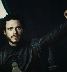 Robb Stark - Game Of Thrones Casa Stark, House Stark, Game Of Thrones Instagram, Scottish Man, A Dance With Dragons, Kit Harrington, King In The North, Game Of Thrones Art, Wolf
