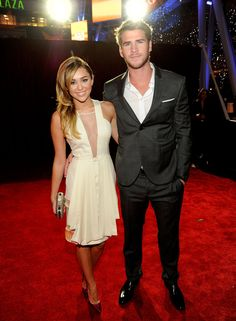 Miley Cyrus and Liam Hemsworth stepped out arm in arm on the red carpet at tonight's People's Choice Awards in LA. The singer wore a knee grazing halter dress Liam Hemsworth And Miley, Miley And Liam, Miley Cyrus Show, Miley Cyrus News, Choice Awards, Celebrity Couples, Celebrity Weddings, Celebs, Celebrities