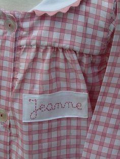 Tablier à carreaux col à croquet assorti fillette prénom Jeanne