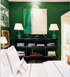Изумрудные лампы в спальне