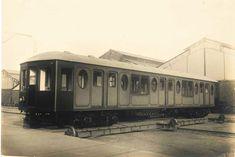 Un libro rescata imágenes inéditas de los primeros metros de Barcelona Gaudi, Barcelona, Trains, Barcelona Spain, Antoni Gaudi
