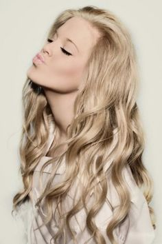 long champagne blonde hairstyles + beauty + makeup