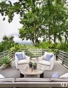 The upper terrace of a Nashville home that boasts breathtaking views | archdigest.com