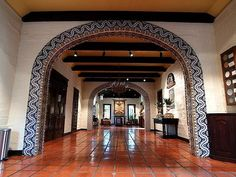Quinta Mazatlan, a historical adobe mansion within a nature The Grand Hall in the historic adobe mansion Spanish Revival, Spanish Colonial, Beautiful Houses Interior, Beautiful Homes, Exterior Design, Interior And Exterior, Mexican Style Kitchens, Ryan Homes, Southwestern Home