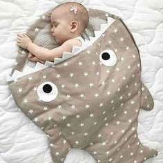 "1,316 curtidas, 19 comentários - By @PriscyllaBrasileiro (@queridadata) no Instagram: ""#BoaNoite com essa fofura do IG @mundodobebeoficial 😍😍😍 #QueridaData #BlogQueridaData #BeijoTriplo…"" Baby Sewing Projects, Sewing For Kids, Diy Bebe, Baby Pillows, Sewing Toys, Baby Room Decor, Baby Crafts, Baby Accessories, Baby Quilts"