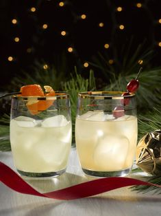 This sake cocktail is such an easy cocktail recipe to try at your holiday party this year. The recipe features Haikara Sake and rose water. Via featuring Haikara Sake Rose Cocktail, Cocktail Drinks, Cocktail Recipes, Christmas Cocktails, Holiday Cocktails, Most Popular Cocktails, Japanese Sake, Japanese Food, Mixed Drinks Alcohol