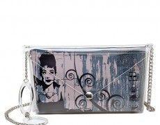 Audrey Hepburn rivive sulle borse in PVC del brand italiano Bi-Bag, specializzato nella produzione di borse e borsette uniche e personalizzabili.