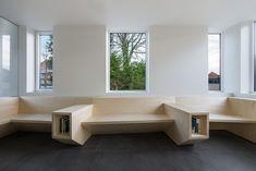 L'architecte Joshua Florquin a des bureaux à Paris et à Gand. Il a été chargé d'élaborer le design intérieur d'un cabinet médical dans le village de Maldegem, en Belgique. Pour cela, il a utilisé des panneaux de bois afin de créer des éléments de meubles angulaires, allant du bureau de la réception à la salle d'attente. L'architecte a choisi une seule matière pour l'ensemble de ses interventions – un lambris avec un placage de bois de rose – et l'a utilisé pour construire des murs, des...