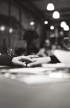 Estar en compañía no es estar con alguien, sino estar en alguien Antonio Porchia