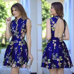 { Dress to impress } • A linda @arianecanovas com vestido @alfreda_oficial, todo bordado em flores, a escolha perfeita para as festas do fds! E fica lindo tanto de dia quanto a noite! • Disponível também no site [ www.loft111.com.br ]  #temnoloft111