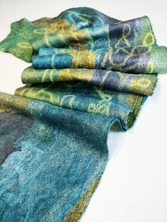 Lena Archbold creates lots of her nuno felt with Margilan silk. Margilan Silk is available to buy from her online shop. Creative Workshop, Types Of Craft, Cheese Cloth, Nuno Felting, Textile Artists, Hand Weaving, Colours, Silk, Fabric