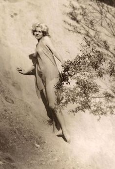 a3d80d5fe09 The Original Blonde Bombshell  41 Stunning Photos of Jean Harlow Taken by  Edwin Bower Hesser in 1929 ~ vintage everyday