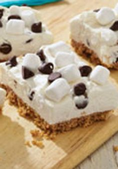 PHILADELPHIA S'mores No-Bake Cheesecake -- Only one thing could make a dessert like this better--and that the fact that it's a no-bake recipe! Ready to refrigerate after just 15 minutes of prep. #ForTheLoveOfCheese