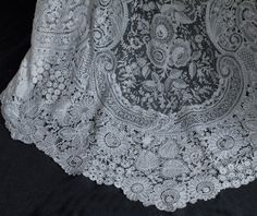 Edwardian Clothing at Vintage Textile: #c426 Brussels handmade mixed lace wedding dress  - the train  4 of 5 pictures