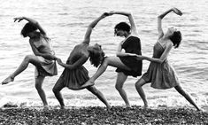 Summer school students of Miss Margaret Morris rehearse on the beach, August, Margaret Morris was a British dancer, choreographer and teacher. She was the first proponent of the Isadora Duncan technique in Great Britain (photo by Kent Walmer) Modern Dance, Contemporary Dance, Dance Photography, Vintage Photography, Happy Photography, Summer Photography, Children Photography, Isadora Duncan, Dance Like No One Is Watching