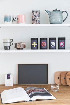 Se, hvordan træ, læder og marmor er mixet til perfektion hos Lill og Morten Floating Shelves, Kitchen, Inspiration, Design, Home Decor, Marble, Biblical Inspiration, Cooking, Decoration Home