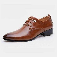 c4eea8b35490 Merkmak Hign Quality Men Flats Leather dress Shoes Brogue Pointed Oxford  Flat Male Casual Shoes Men s