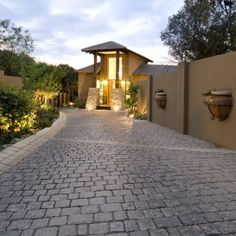 The beautiful Castellana Cobble range enhances classical or rustic driveways, pathways and courtyards. This range comprises 25 stone shapes, faces and sizes creating a uniquely layered look. It can also be used banding detail for commercial applications.