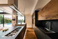 Contemporary two-story house located in Guidonia Montecelio, Italy, designed in 2017 by Studio ArchSIDE. Kitchen Pantry, Kitchen Reno, Kitchen Remodel, Kitchen Dining, Home Design Diy, House Design, Modern Kitchen Design, Beautiful Kitchens, Kitchen Interior