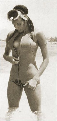 James Bond girl Claudia Auger as Dominio from Thunderball James Bond Women, James Bond Style, Sean Connery, Claudine Auger, Bond Series, Surf, Scuba Girl, James Bond Movies, Bond Girls