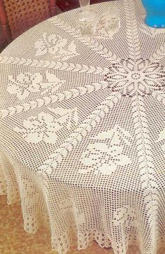 Free Crochet Pattern For Round Tablecloth : 1000+ ideas about Round Tablecloth on Pinterest Tree ...