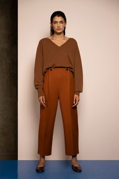 Whistles Resort 2019 Fashion Show Collection: See the complete Whistles Resort 2019 collection. Look 7 Colourful Outfits, Simple Outfits, Whistles Fashion, Fashion Pants, Fashion Outfits, Fashion Ideas, Women's Runway Fashion, Womens Fashion, Mature Fashion