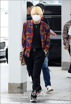 Kpop Fashion, Korean Fashion, Mens Fashion, Fashion Outfits, Airport Fashion, Taehyung Gucci, Kim Taehyung, Bts Airport, Airport Style
