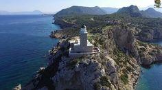 Ο Φάρος Ηραίον βρίσκεται στη βόρεια είσοδο του όρμου της Κορίνθου και τον χωρίζει από τον κόλπο των Αλκυωνίδων βόρεια.