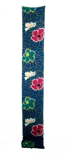 This is a valuable vintage chirimen(crepe) silk fabric, which was kimono. It has wonderful camellia pattern in the blue background