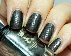 #GameofThrones Dragon  #NailArt is featured from The Nail Network! Show off your nice nails every #ManicureMonday at http://blog.aquariann.com/search/label/manicure%20monday?max-results=3