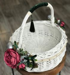 Wedding Stage Design, Happy Flowers, Flower Girl Basket, Basket Decoration, Handmade Decorations, Easter Baskets, Easter Crafts, Basket Weaving, Diy And Crafts