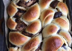 Kakaós fonott kalács Hot Dog Buns, Hot Dogs, Hamburger, Bread, Recipes, Food, Bakken, Brot, Recipies